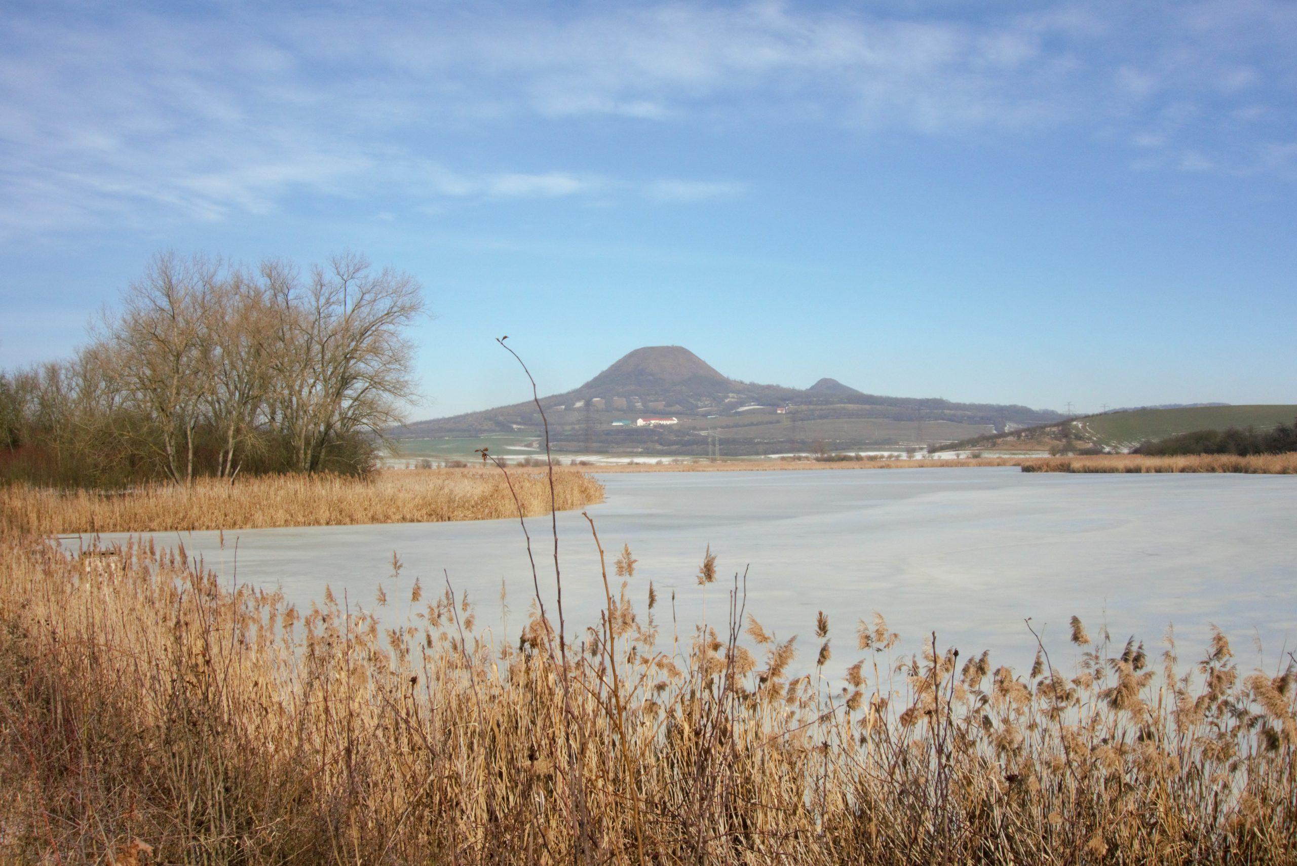 Džabal Tubkal čili Oblík, v popředí Dobroměřický rybník