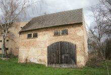 jedna ze starých stodol v Sedleci