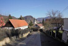 hrázděnky a kostel svatého Šimona a Judy tamtéž